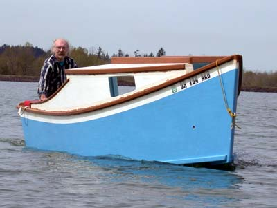 Small Cabin Boat submited images.